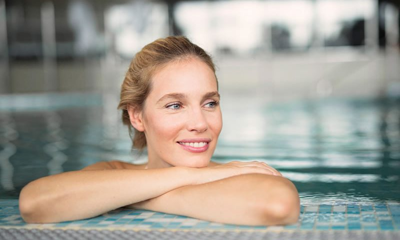 nageruse accoudée piscine - cours natation individuel - cours aquafitness