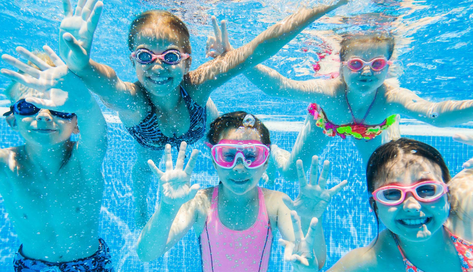 enfants sous l'eau lunettes - cours bébé nageur - natation enfant - club natation enfant